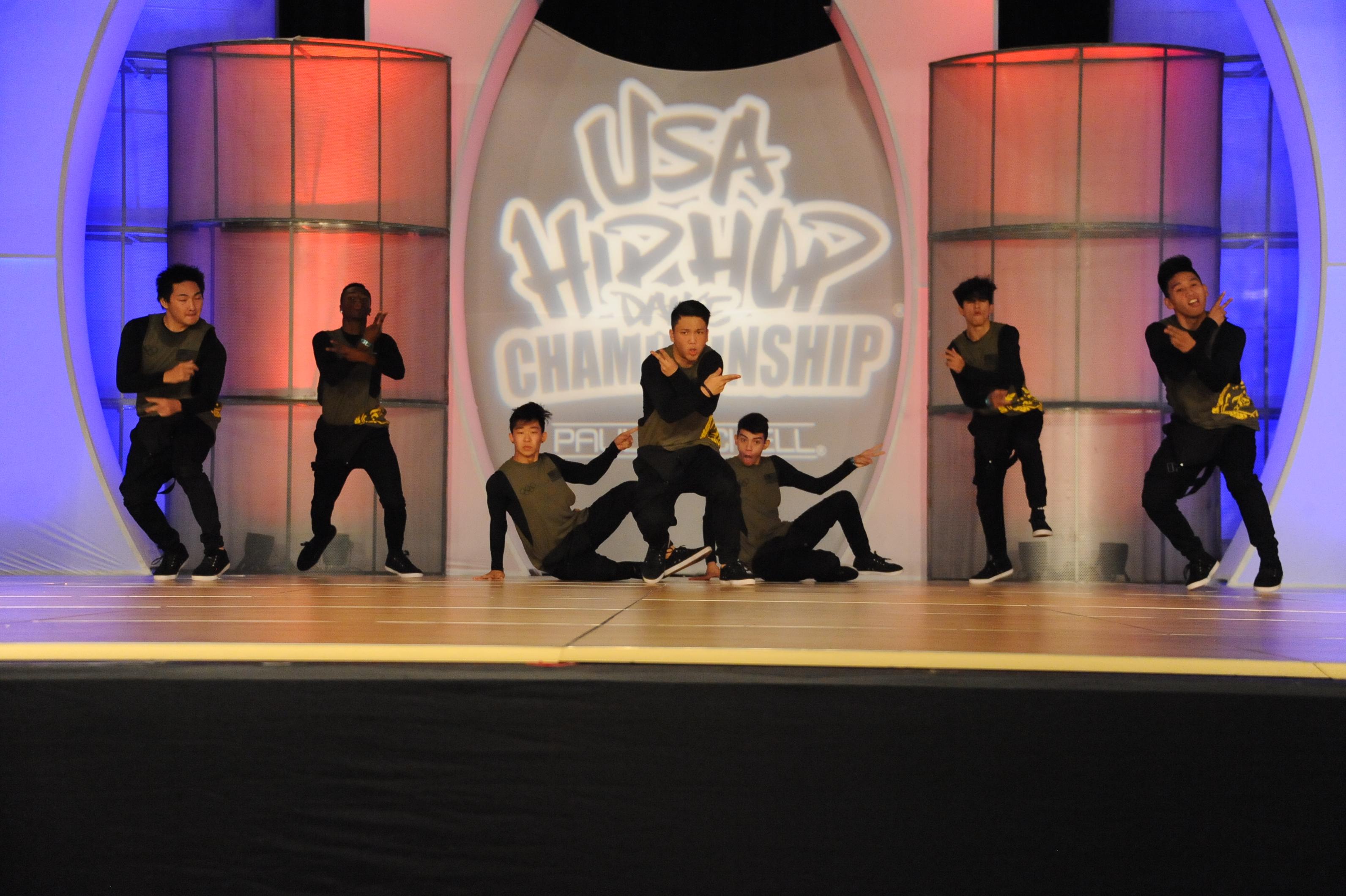 USA_V_Brobots Dance Crew_grp1