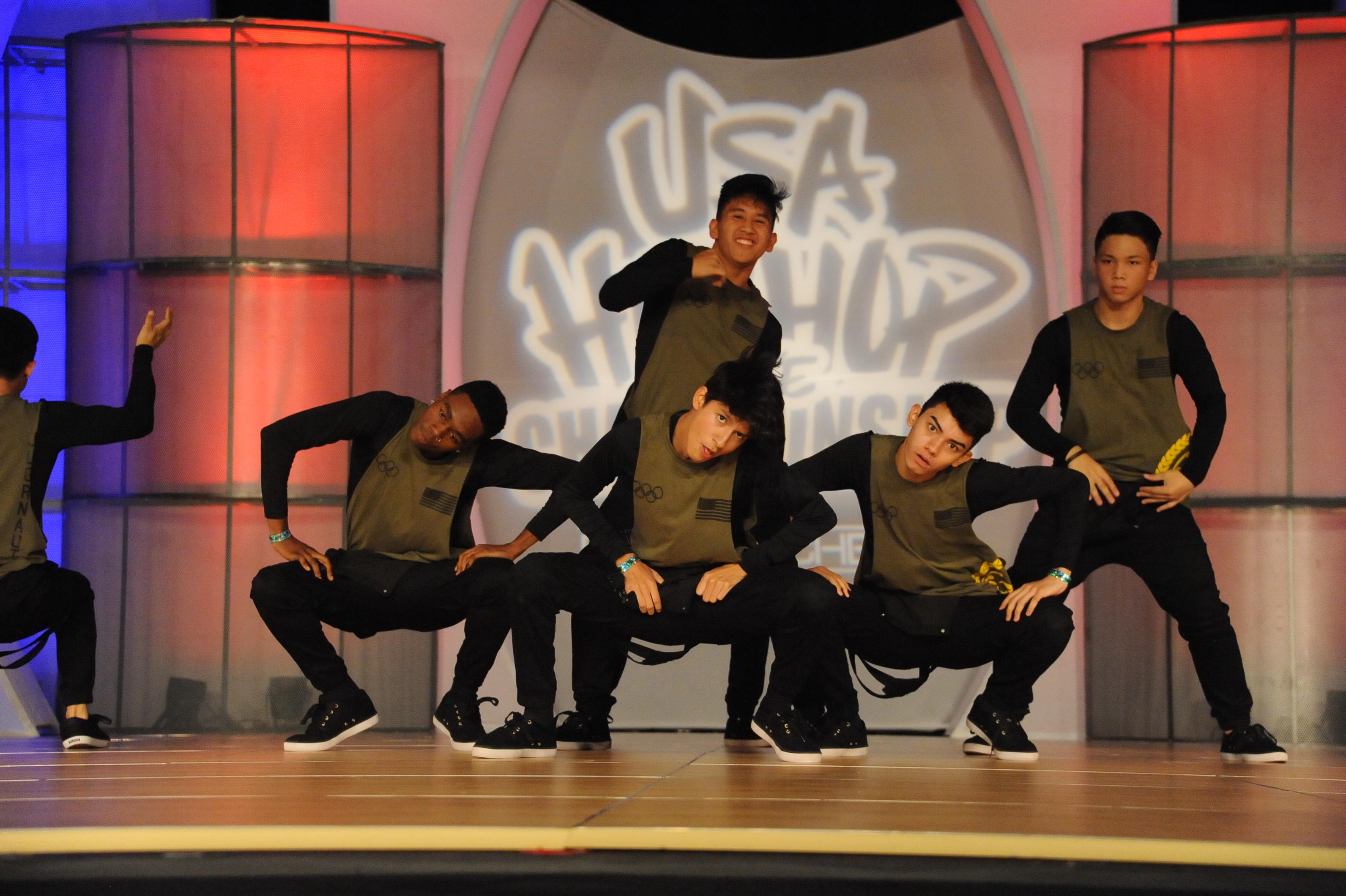 USA_V_Brobots Dance Crew_grp2