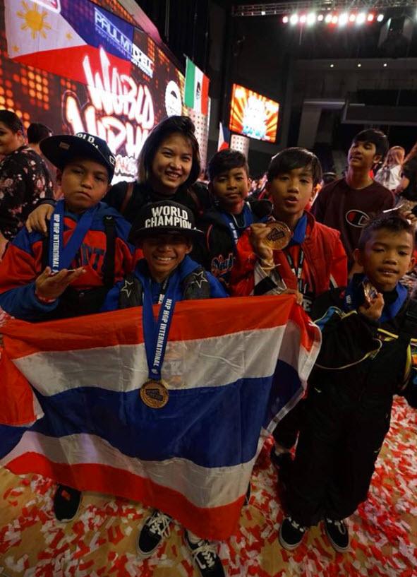 "HHI THAILAND:  ชมความเก่งแบบเต็มๆ ตัวจิ๋วหัวใจแกร่ง ""ออซั่ม จูเนียร์ ""บนเวทีระดับโลก!"