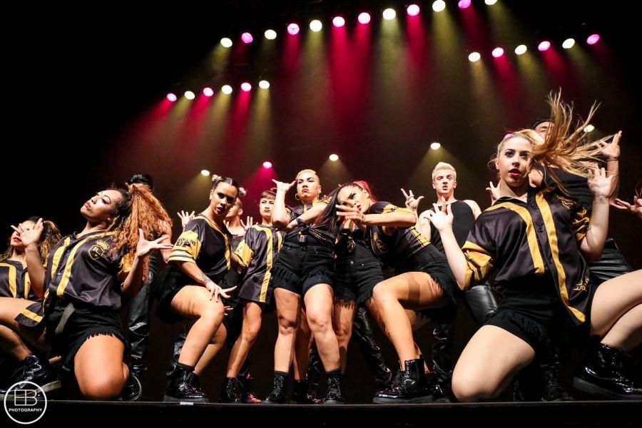 The Royal Family Dance Crew: Αυτή η χορευτική ομάδα έχει κυριολεκτικά… στρατιωτική πειθαρχία!